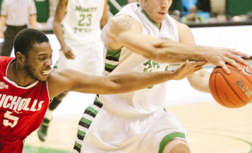 Free throws push the Mean Green men's basketball team to a win