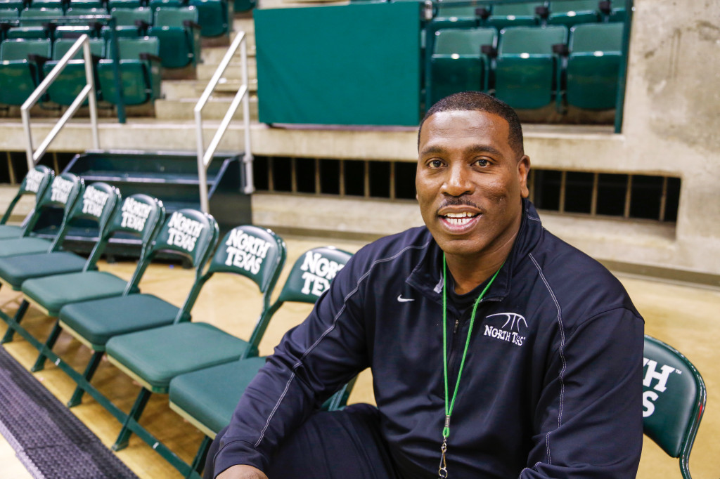 Head coach Tony Benford takes a break during practice on Monday afternoon at the Super Pit. Benford feels great about having a healthy team. Photo by Zixian Chen / Senior Staff Photograper
