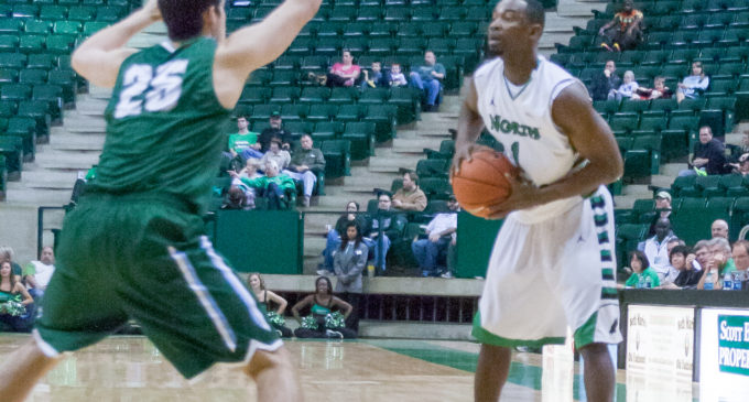 Men's basketball team falls to Charlotte at the buzzer