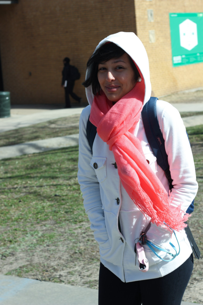 Fashion design senior Dani Castillo braves a cold walk on campus wearing a white-hooded bomber jacket and a neon pink scarf. Photo by Zach Estrada / Intern Photographer