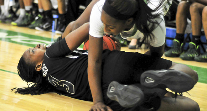 Women's basketball excels on defensive end