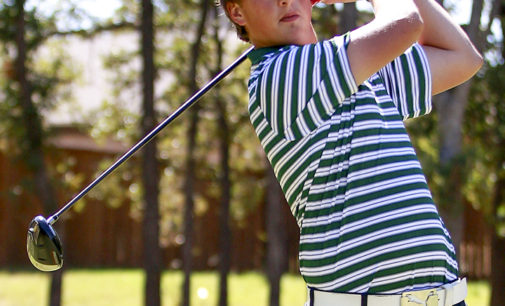 Roets plays key role on men's golf team