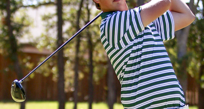 Roets plays key role on men's golf team