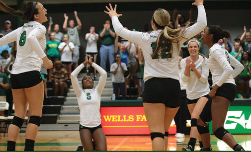 Volleyball beats FIU, clinches spot in C-USA tournament