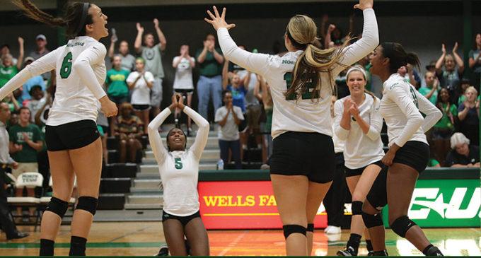 Volleyball wins third straight, defeats Marshall