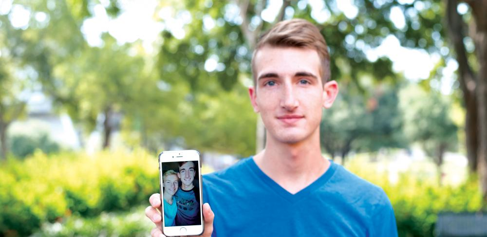 Online dating love at first sight-in-Tokani