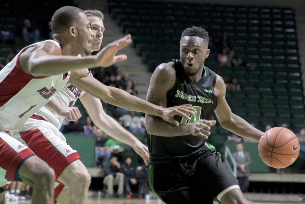 North Texas junior guard Deckie Johnson (10) drives the basket against FAU. Colin Mitchell | Senior Staff Photographer