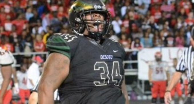 Father's cancer diagnosis brings defensive tackle English back to Texas