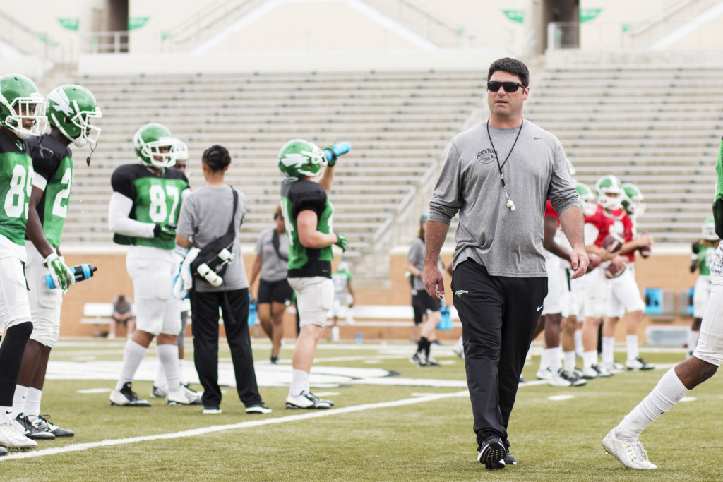 Head coach Seth Littrell looks on as the offense runs through drills. Colin Mitchell | Senior Staff Photographer