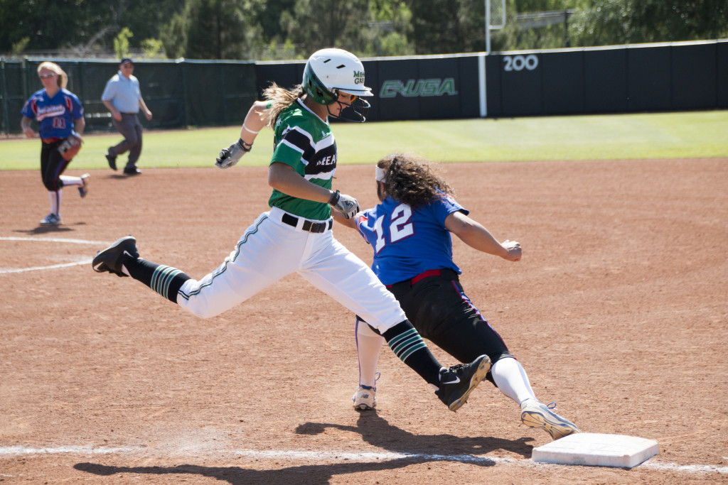North Texas junior outfielder Danieller Gregory (18) extends to try to beat out a throw from a Louisiana Tech infielder. Dylan Nadwodny | Staff Photographer