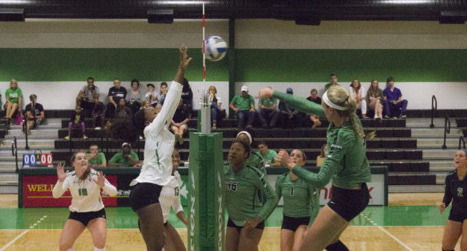 Quick Hits: Volleyball hosts annual green & white scrimmage