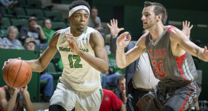 Men's basketball snaps three-game losing streak, overcomes slow start in win over Niagra