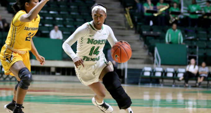 Women's basketball turn complete game into win over Southern Miss, snap two-game losing streak