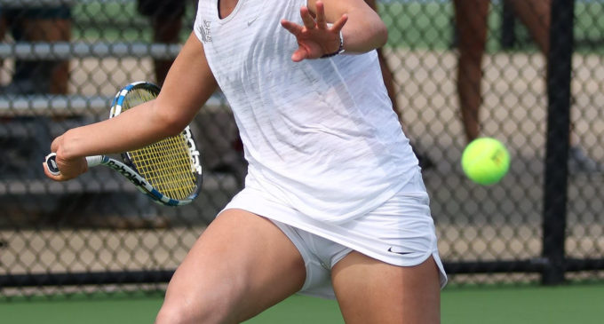 Tennis keeps season alive with tight win over Middle Tennessee in C-USA tournament