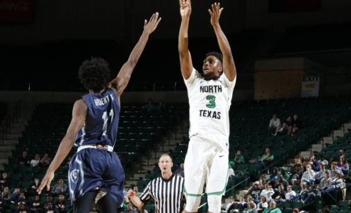 Smart's record-breaking performance leads men's basketball to road win over Rice