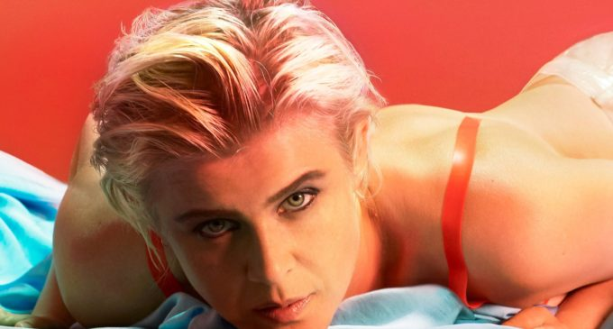 Robyn reunites with fans on 'Honey'