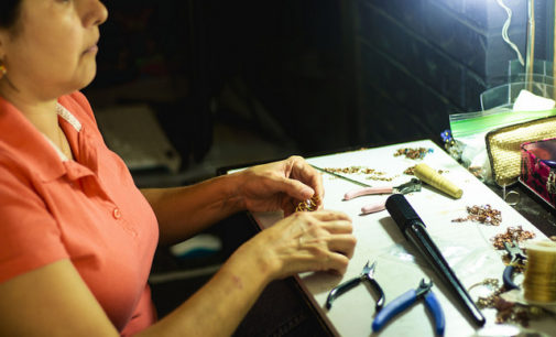 Jewelry-maker with lupus inspires others through her life and art