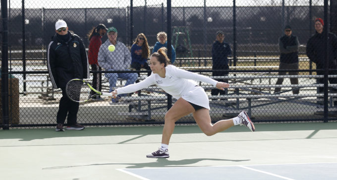 Tennis finishes 5-1 in consecutive home matches