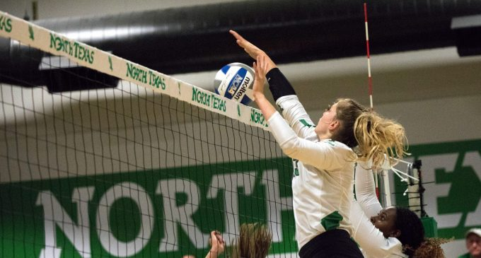 Volleyball splits day one of the North Texas Invite