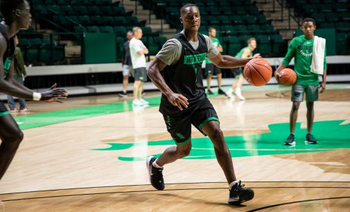 Men's basketball begins practices with familiar leadership