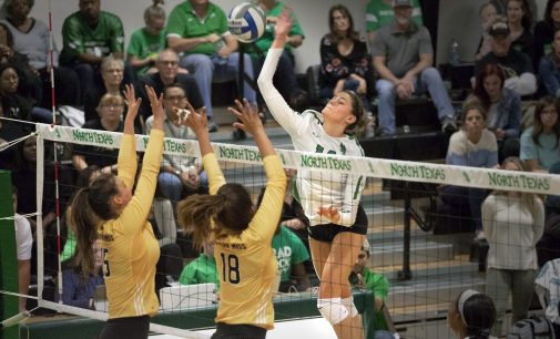 Outside hitters thrive for North Texas volleyball