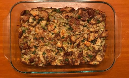 How to make an easy garlic and herb stuffing for Thanksgiving