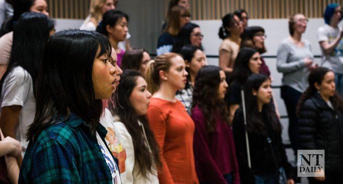 Nueva directora guía al Coro de Mujeres en UNT al semestre de primavera