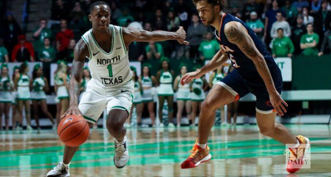 Recap: Men's basketball downs Roadrunners by 20, capture seventh straight