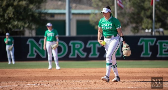 Mean Green loses seven-game win streak to No. 4 Texas in a 3-2 nine-inning loss