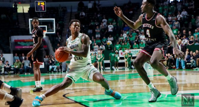 Men's basketball finishes out Bonus Play with road loss to Charlotte