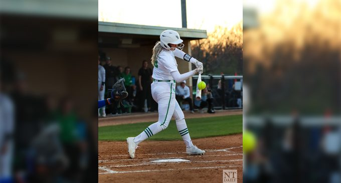 2 home runs by Saleen Donohoe secures North Texas' first win in conference play