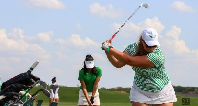 Women's golf finish 2nd place in historic first day of Schooner Fall Classic