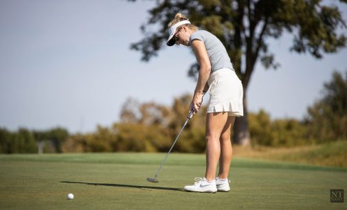 Women's golf secures fifth place despite bad weather in final tournament for the fall