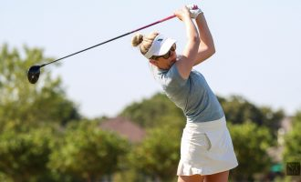 Women's golf graduate pursues professional career while staying connected to team