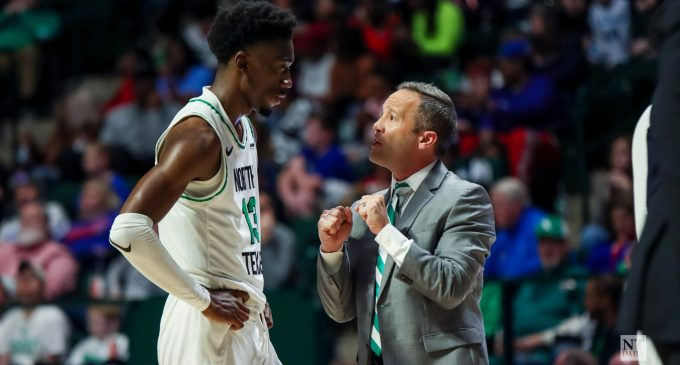 Men's basketball loses road bout with Arkansas after poor shooting night