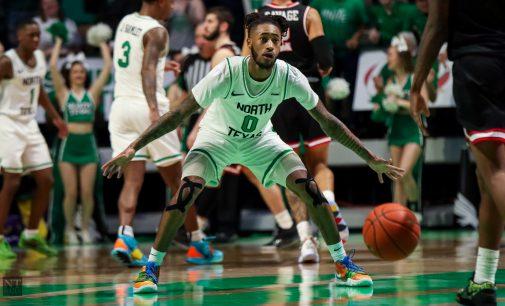 Men's basketball wins season opener, sets program record for 3-pointers