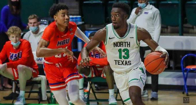 RECAP: Men's basketball downed by UTSA's hot-shooting second half