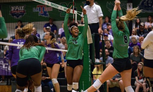 Recap: Volleyball drops match in thriller against Montana State